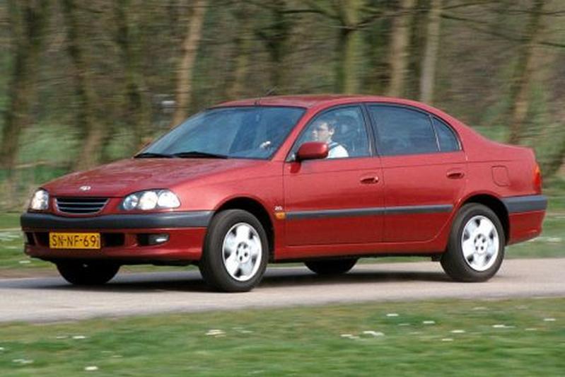 Toyota Avensis 2.0 16V Linea Sol (1999)