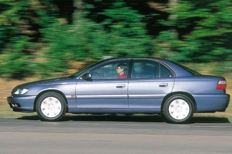 Opel Omega 2.2i-16V (2000)
