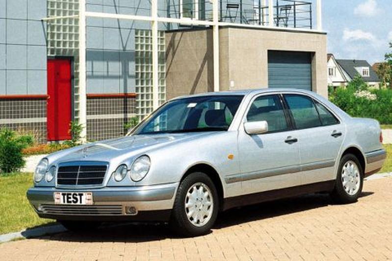 Mercedes-Benz E 200 Elegance (1996)
