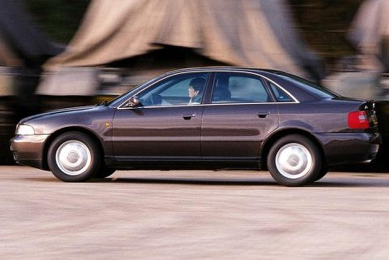 Audi A4 2.4 5V (1998)