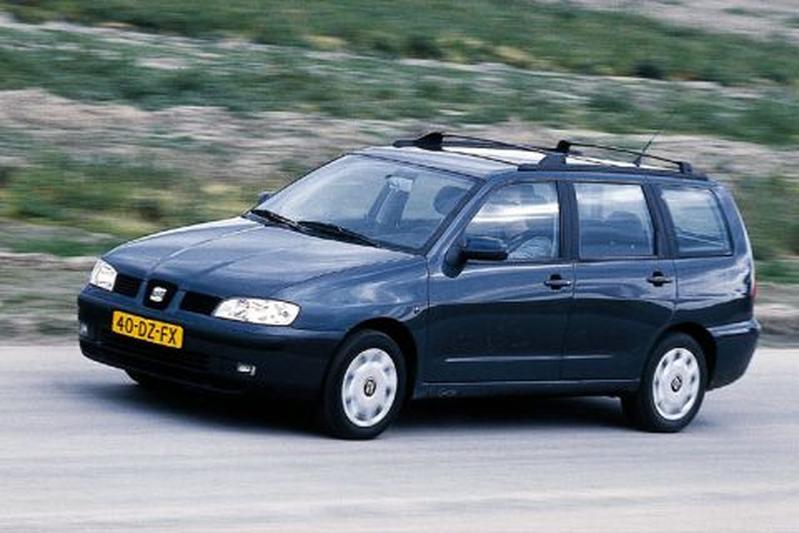 Seat cordoba vario 1 6 stella 2000 autotest for Interieur seat cordoba 2000