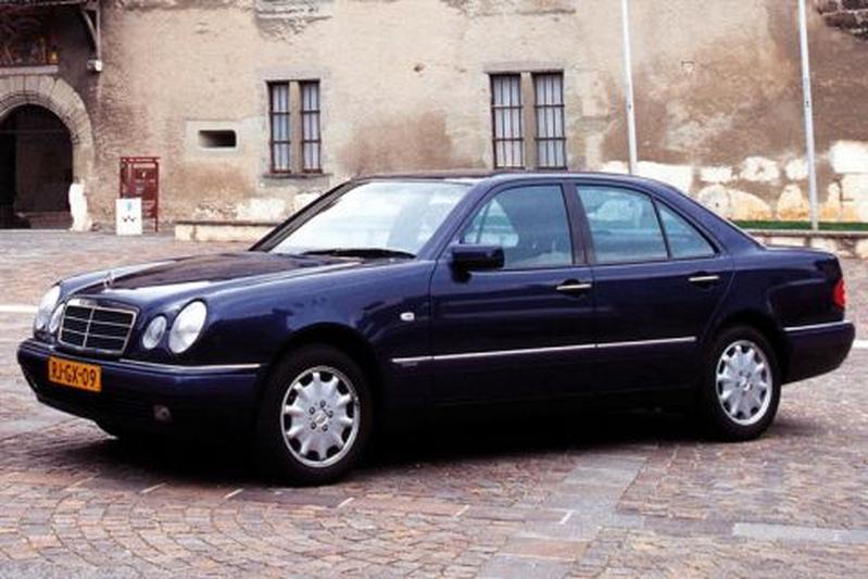 Mercedes-Benz E 320 Elegance (1998)