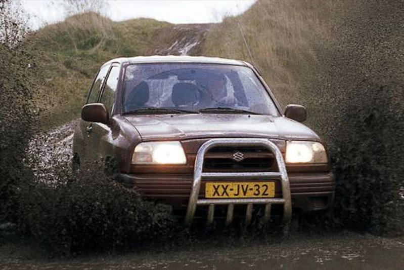 Suzuki Grand Vitara Metal Top 2.0 (1999)