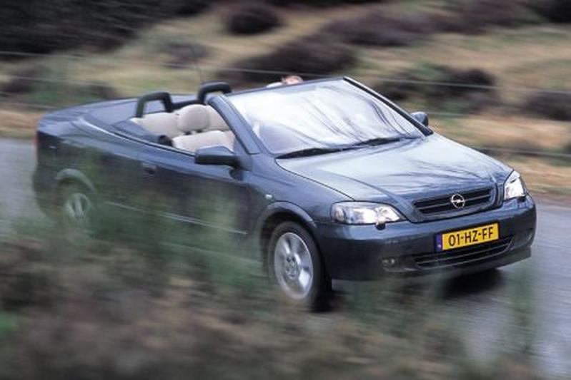 Opel Astra Cabrio 2.2-16V (2002)