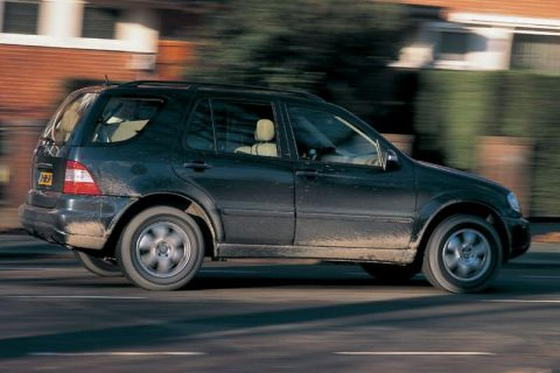 Mercedes-Benz ML 500 (2002)