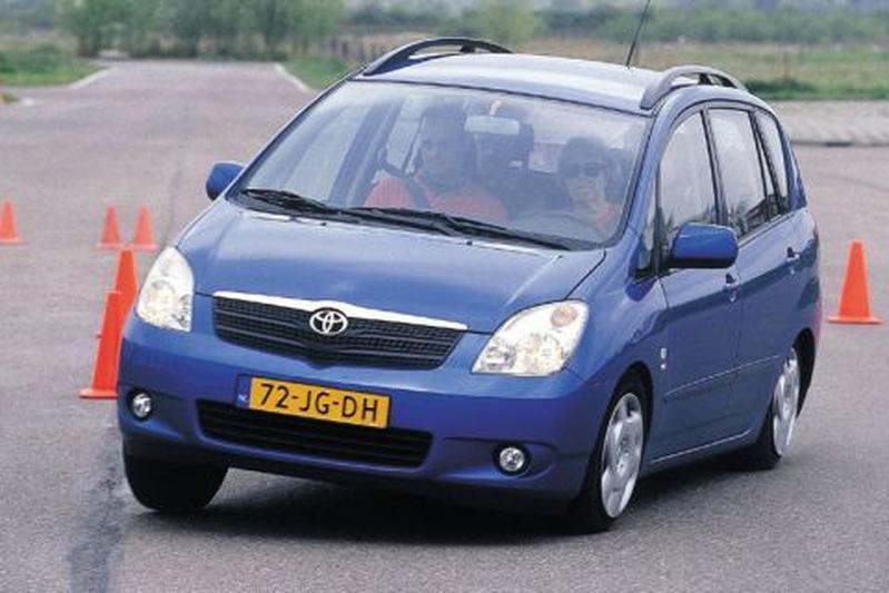 Toyota Corolla Verso 1.8 16v VVT-i Linea Sol (2002)