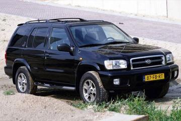 Nissan Pathfinder 3.3 V6 SE (2000)
