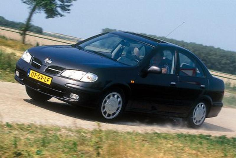 Nissan Almera 2.2 Di Luxury (2001)