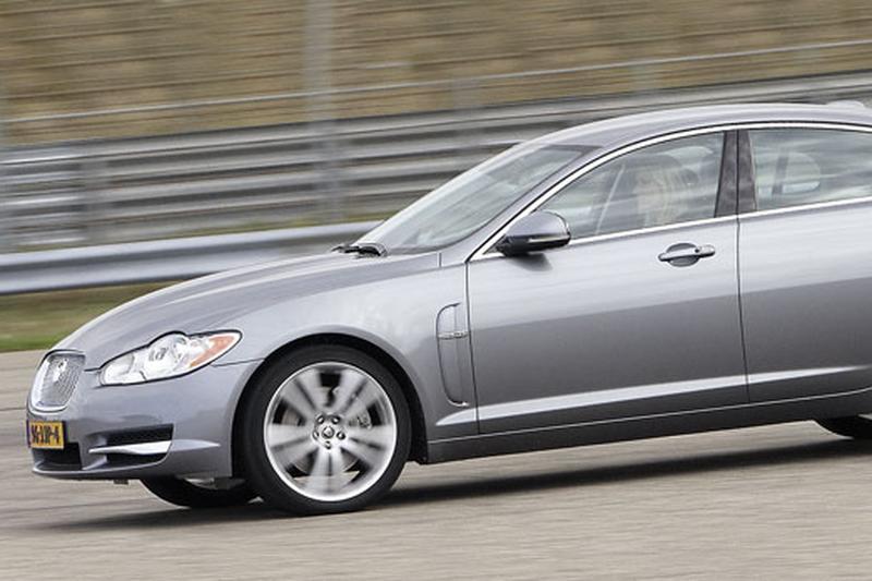 Jaguar XF 3.0 V6 Premium Luxury (2010)