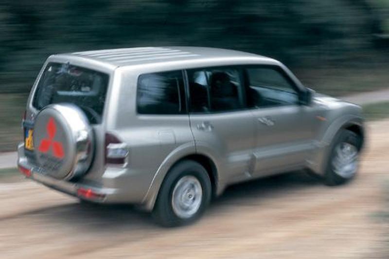 Mitsubishi Pajero 3.5 V6 GDI Long Body GLS (2002)