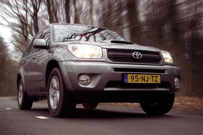 Toyota RAV4 2.0 D4-D Linea Sol 4WD (2004)