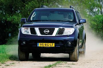 Nissan Pathfinder 2.5 LE Premium (2005)