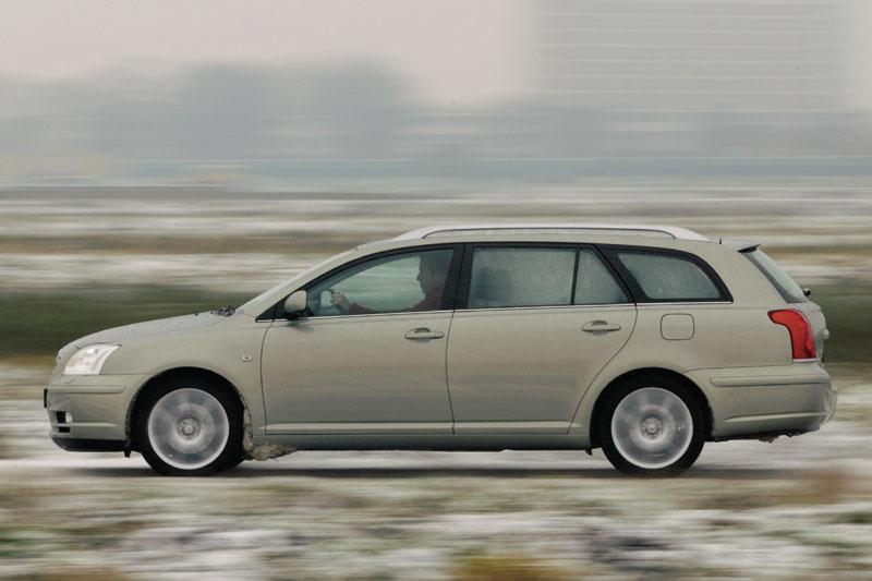 Toyota Avensis Wagon 2.4 16v VVT-i D-4 Executive (2004)