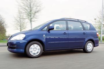 Toyota Avensis Verso 2.0 VVT-i Linea Luna (2004)