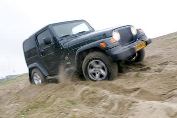 Jeep Wrangler 4.0i Dual Top Sahara Edition