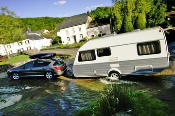 Dubbel verbruik bij gehaast rijden met caravan