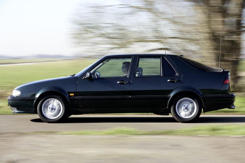 Klokje rond Saab 9000