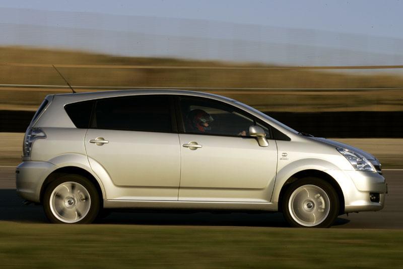 Toyota Corolla Verso 2.2 D-4D D-CAT Linea Luna (2006)