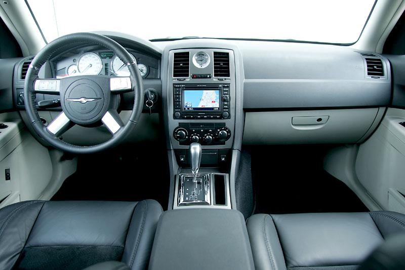 chrysler 300c hemi 6 1 v8 srt 8 2006 autotest. Black Bedroom Furniture Sets. Home Design Ideas