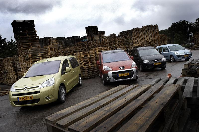 Citroën Berlingo Multispace 1.6i 110 >> Peugeot Partner Tepee Outdoor 1.6 16V >> Renault Kangoo Family 1.6 16V >> Volkswagen Caddy Combi 1.6 8V