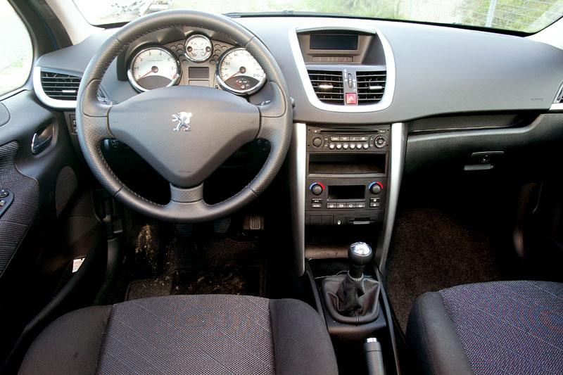 Peugeot 207 xs 1 4 16v 2007 autotest for Peugeot 207 interior
