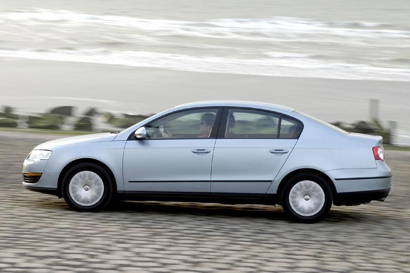 Volkswagen Passat 1.6 FSI Trendline (2007)