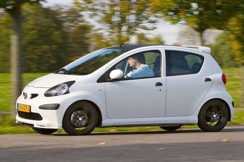 toyota aygo 1 0 12v vvt i sport 2008 autotest. Black Bedroom Furniture Sets. Home Design Ideas