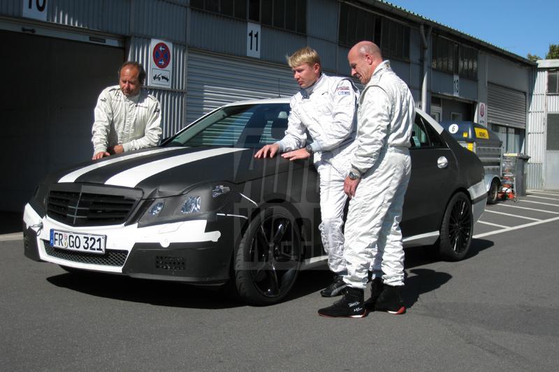 Mika Häkkinen proeft aan E 63 AMG
