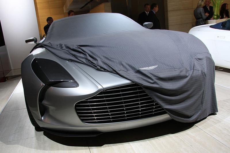 Dringen rond de Aston Martin One-77