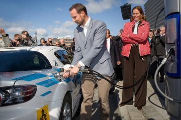 Eerste Europese waterstof Mazda RX-8 afgeleverd