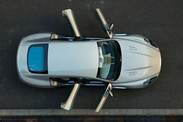 Aston Martin Rapide komt thuis