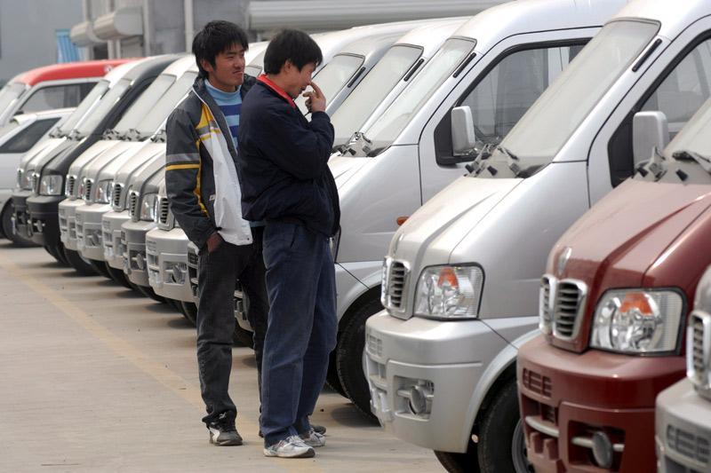 Autokopers in Qingdao city, China   Foto: ANP/EPA
