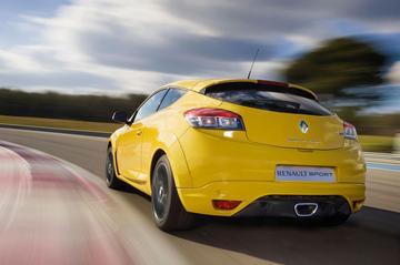 Hot hatchbacks Mazda en Renault komen na zomer