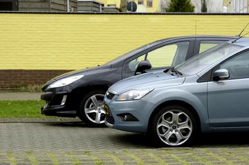 Ford Focus 2.0 16V Titanium – Peugeot 308 1.6-16V VTi THP