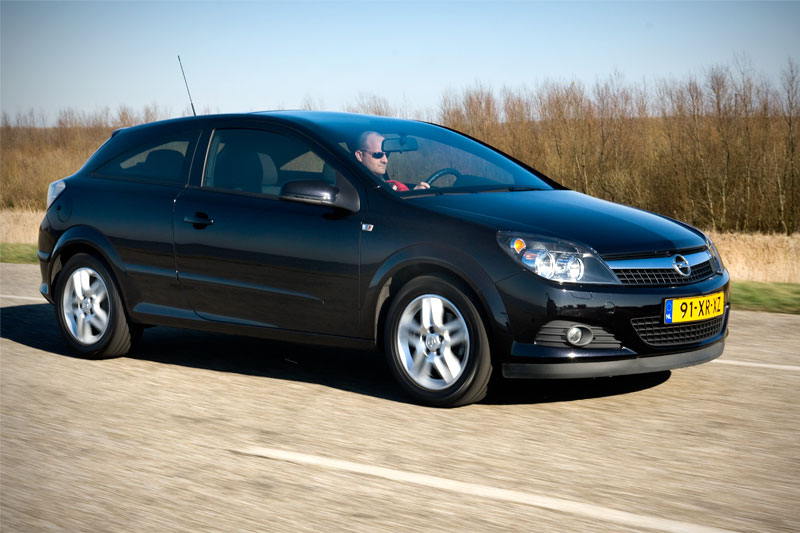 opel astra gtc 1 6 temptation 2008 autotest. Black Bedroom Furniture Sets. Home Design Ideas