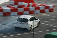 Gummende Subaru Impreza WRX STi en Lamborghini Gallardo