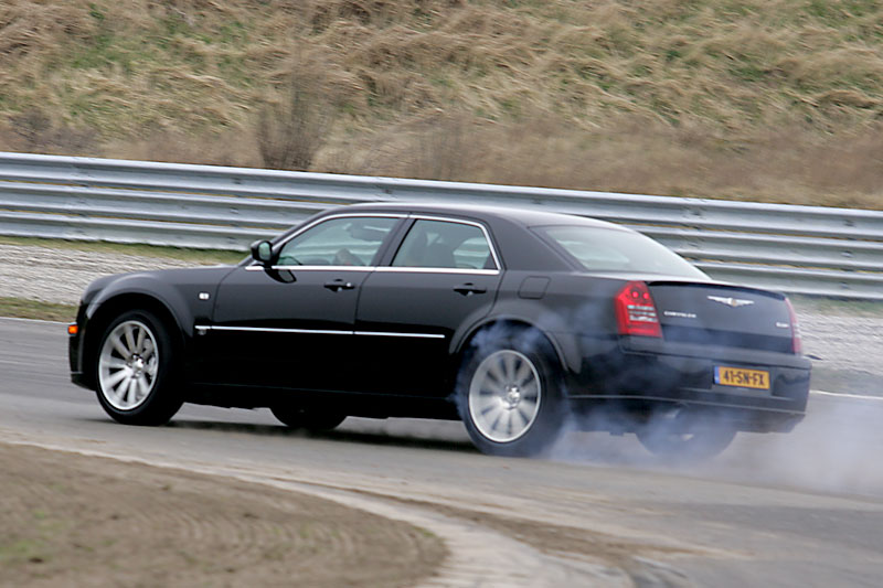 chrysler 300c hemi 6 1 v8 srt 8 2006 autotest. Black Bedroom Furniture Sets. Home Design Ideas