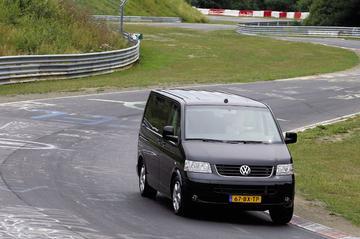 Volkswagen Transporter op het circuit