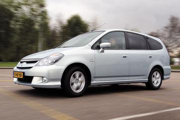Honda Stream 2.0 ES (2004)