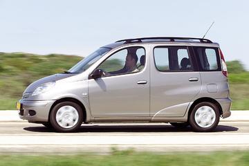 Toyota Yaris Verso 1.3 16v VVT-i Linea Terra (2004)