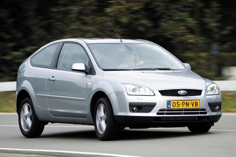 Ford Focus 2.0 16V Titanium (2004)