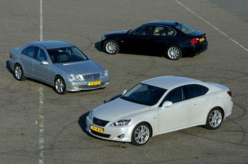 Lexus IS 250 Sport - BMW 325i Executive - Mercedes-Benz C 230 Avantgarde