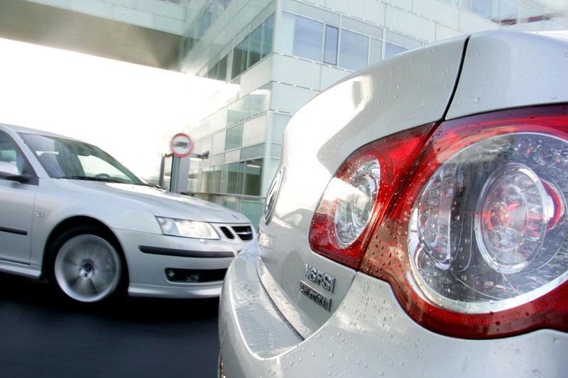 Saab 9-3 Sport Estate 2.8 T V6 Aero / Volkswagen Passat 3.2 V6 FSI 4Motion