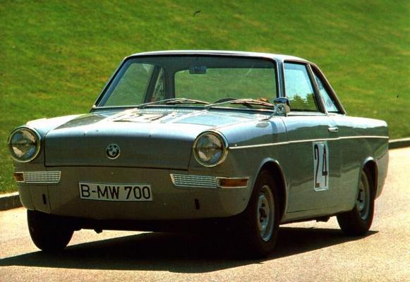 BMW 700 sedan