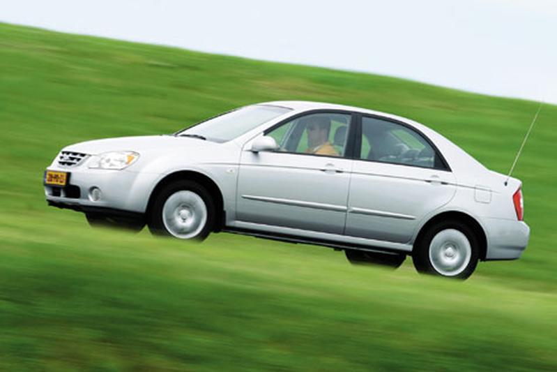 Kia Cerato 2.0 CVVT EX (2004)