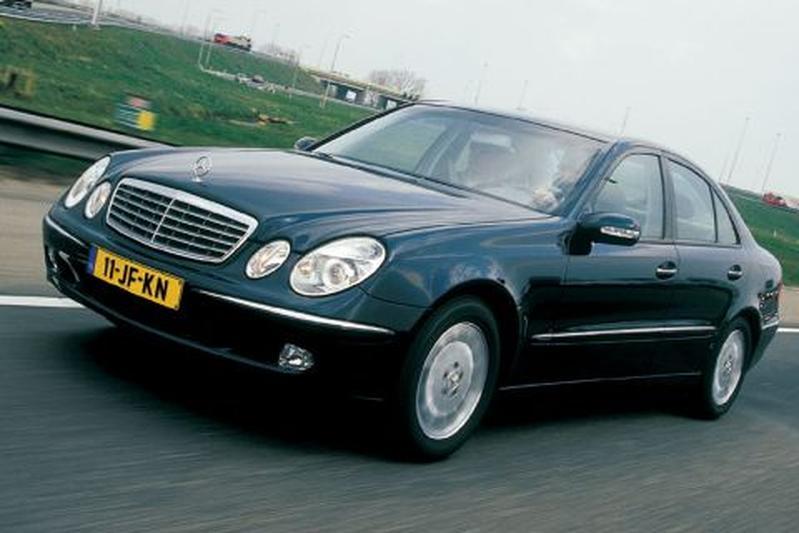 Mercedes-Benz E 220 CDI Elegance (2002)