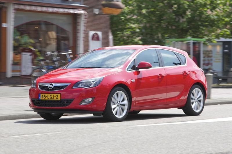 Opel Astra 1.4 Turbo 140 pk Cosmo (2010)