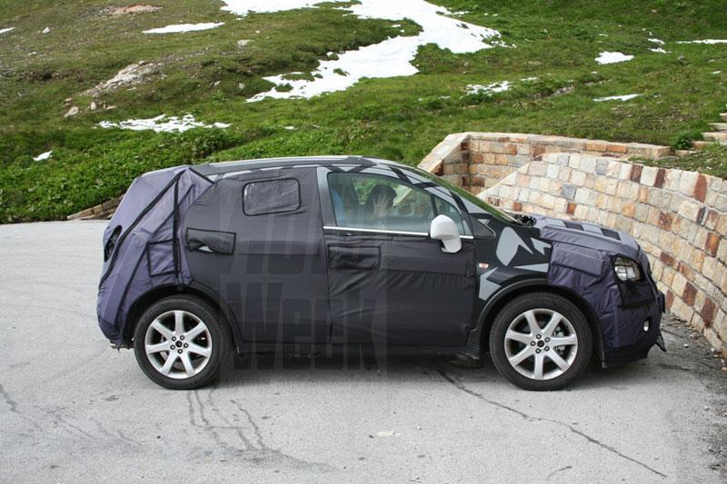 Opel Corsa SUV meermaals gespot door lezers