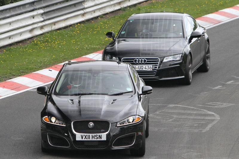 Jaguar XFR-S met RS7 in kielzog