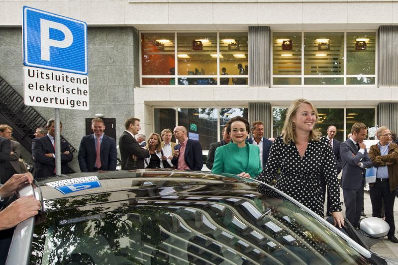 Elektrisch vervoercentrum geopend in Rotterdam